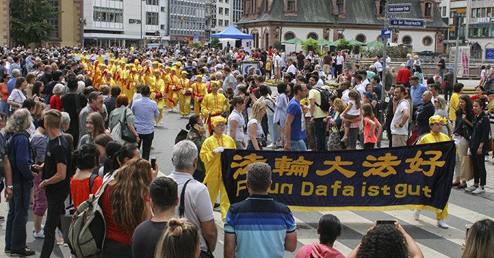 法兰克福文化节游行 法轮功队伍最盛大