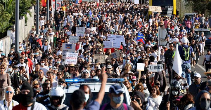 """拒""""健康通行证"""" 欧洲多国爆大规模抗议"""